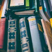 books 180x180 - آموزش و نکته های ترجمه یک کتاب